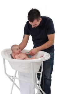 Badelösung Vater und Kind Vintage -freigestellt