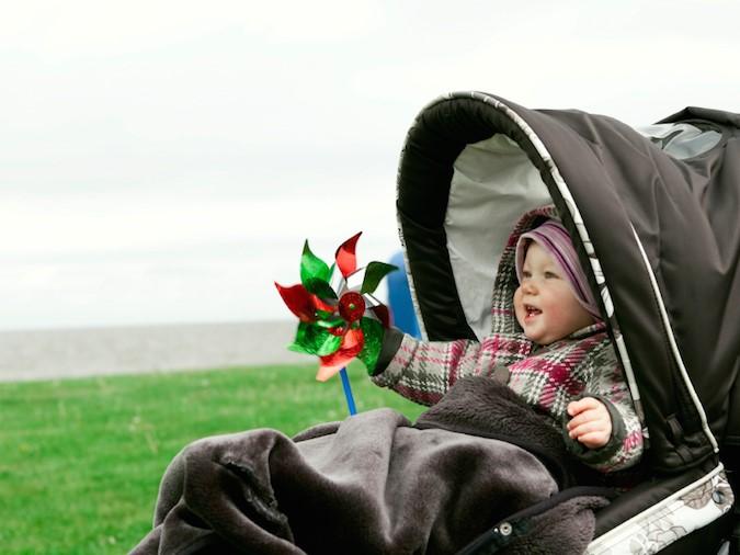 Baby im Sportwagen_Kinderwagen klein