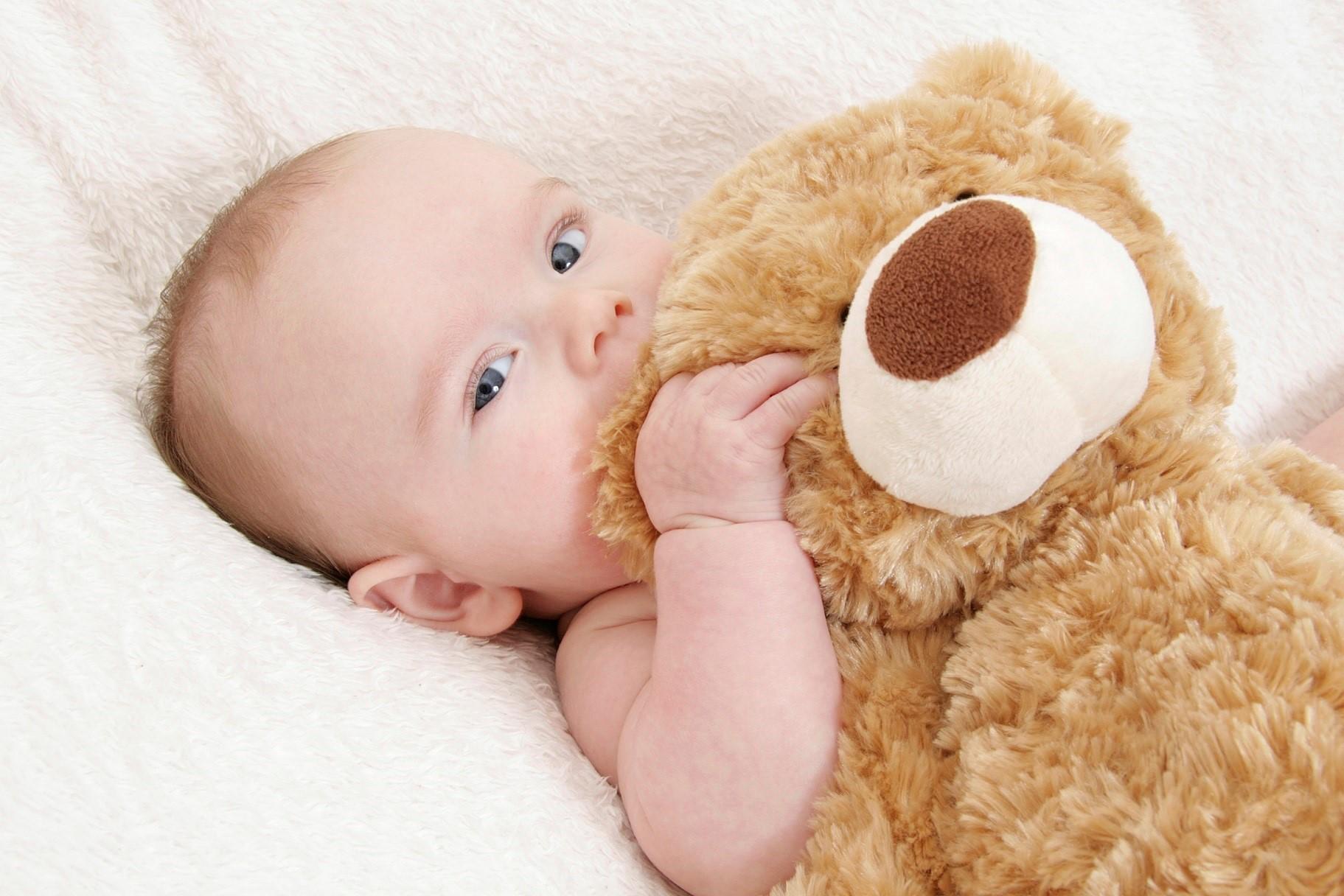 Baby Junge mit Teddybär_XXLmittel