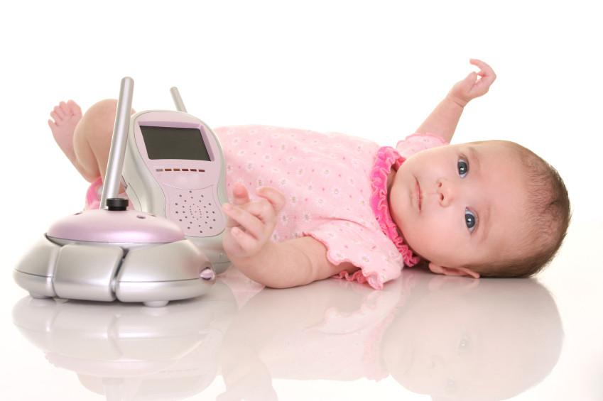 Baby mit Babyphone