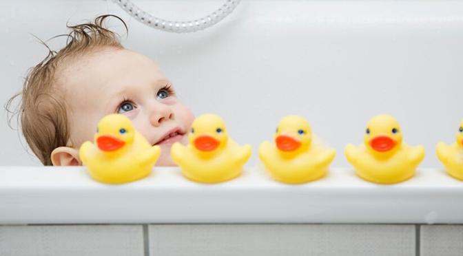 6 Ideen für tolles Spielzeug für die Badewanne mibaby