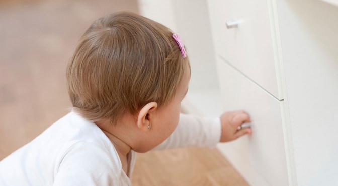 baby in entdeckerlaune mach dein zuhause babysicher. Black Bedroom Furniture Sets. Home Design Ideas