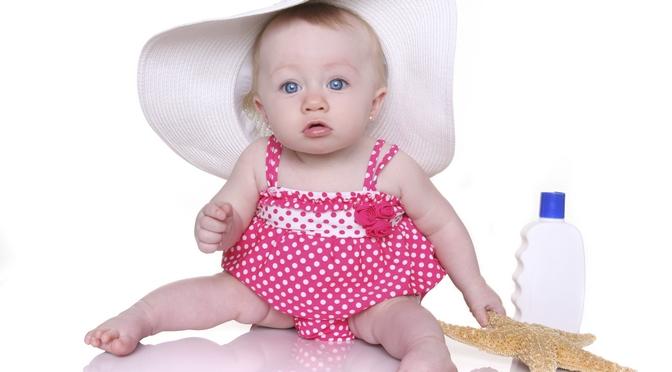 Baby_Sonnenmilch_Badeanzug