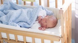 Wo soll ein neugeborenes schlafen mibaby magazin ratgeber