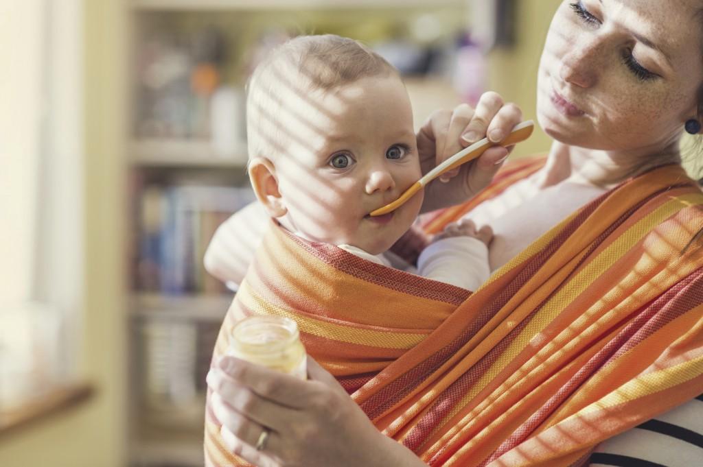 tragetuch oder babytrage das sind die vor und nachteile mibaby magazin ratgeber. Black Bedroom Furniture Sets. Home Design Ideas
